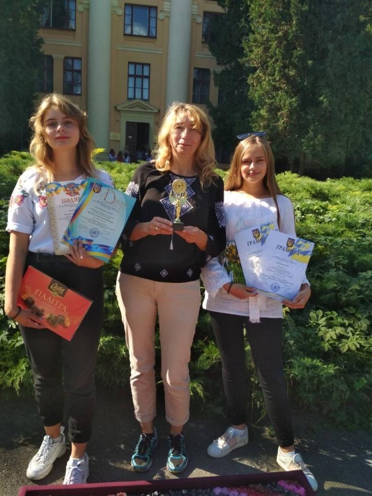 Дівчата з Івано-Франківська вдруге вибороли гран-прі на всеукраїнському конкурсі з флористики (фотофакт)
