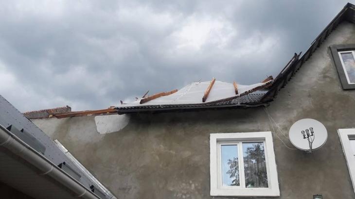У Калуші вітер позривав дахи. ФОТО 1