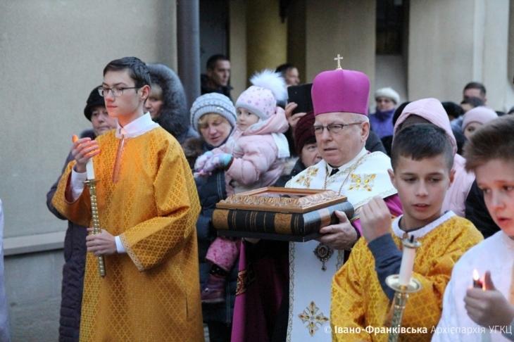 У Івано-Франківських храмах виставлять мощі святих