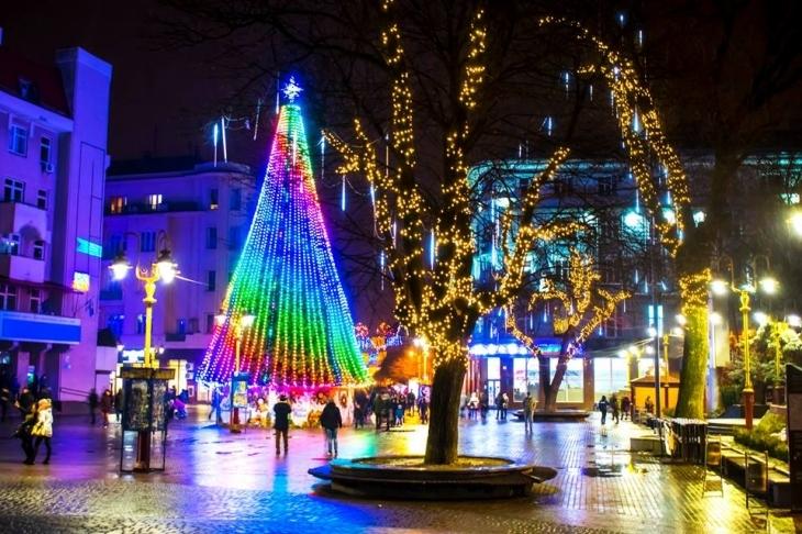 Замість поїздки за кордон, українцям пропонують приїхати на новорічно-різдвяні свята до Івано-Франківська (відеосюжет)