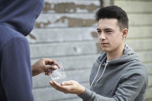 Поліція готова взяти під нагляд школи Франківська у зв`язку з розповсюдженням наркотиків