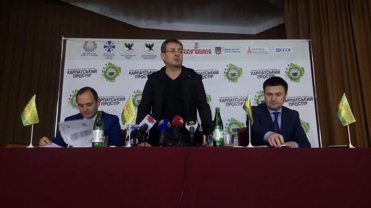 """Організатори """"Карпатського простору"""" передали на реставрацію Палацу Потоцьких 65 тисяч гривень"""