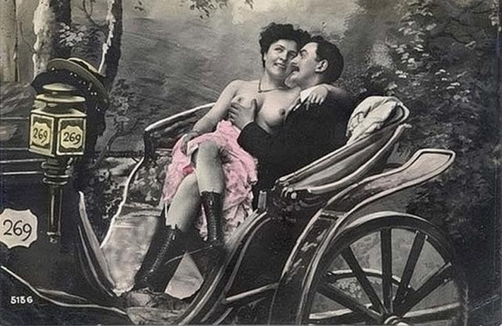 Повія і клієнт. Еротична поштівка, поч. ХХ ст.