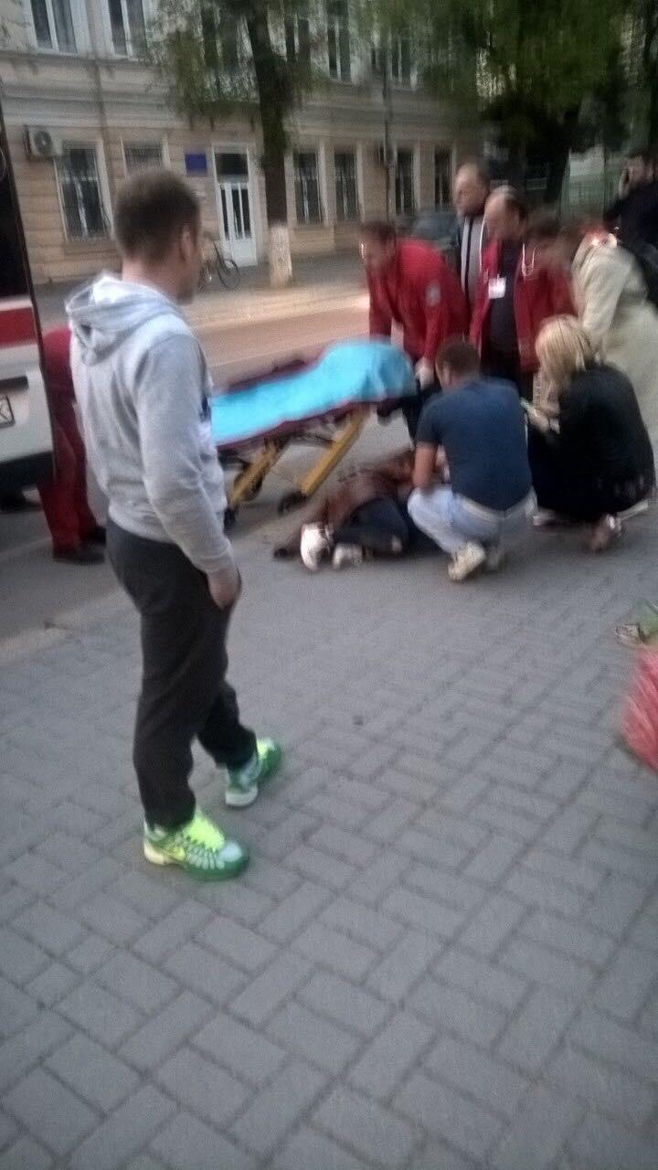 В Івано-Франківську автомобіль BMW 7 на швидкості збив жінку – водій втік 2