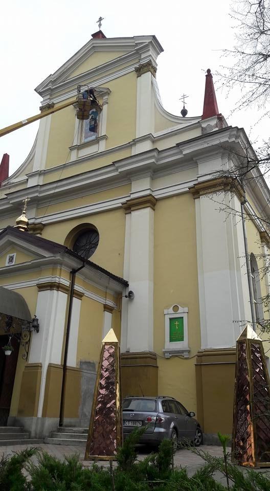 Прохання не псувати золоченим кітчем фасад собору-пам'ятки в Івано-Франківській єпархії УПЦ КП назвали замахом на міжконфесійний мир 2