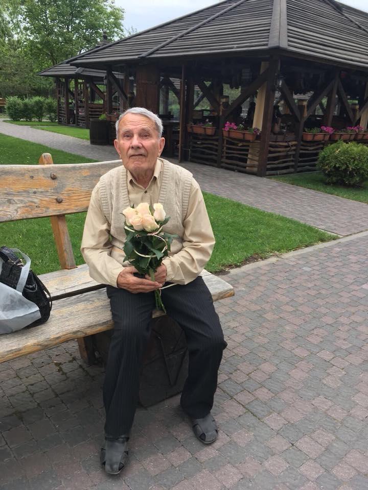 У Франківську рідні розшукують 85-літнього дідуся (фотофакт)