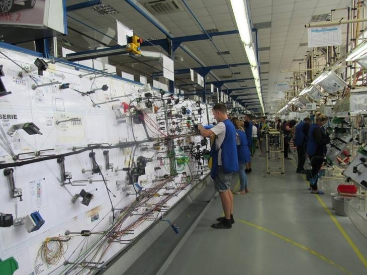 """Франківське ВО """"Карпати"""" запрошує на роботу: цього року 400 працівників, наступного – 1000"""