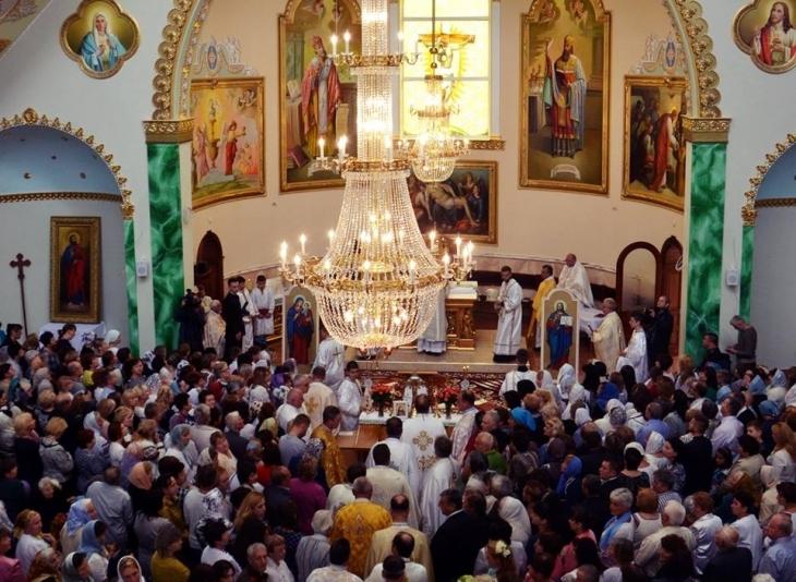 У Франківську відкрили храм – мера і секретаря міськради нагородили подяками Папи Римського. ФОТО 1