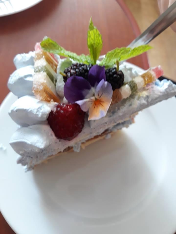 У соцмережах пропонують торти, які франківські господині пекли на допомогу Станіславу Фармузі 1