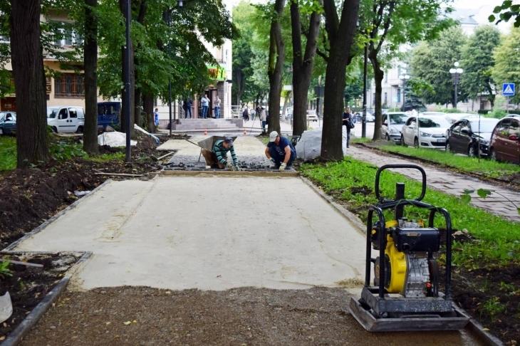 В мікрорайонах Івано-Франківська відкриють відреставровані об'єкти та фасади