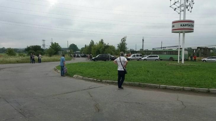 """Люди перекрили дорогу на """"Карпатнафтохім"""" і Калуську ТЕЦ. ФОТО 2"""