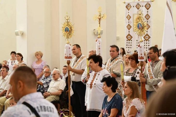 І мер з хоругвою: на парафії Преображення Господнього у Франківську відзначили Храм. ФОТО 4