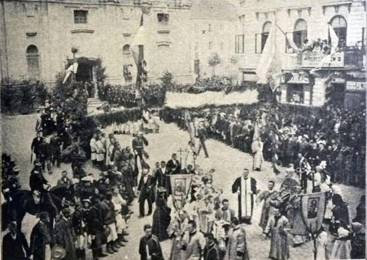 Станиславівські оголошення: як мешканці міста нового єпископа вітали (фото)