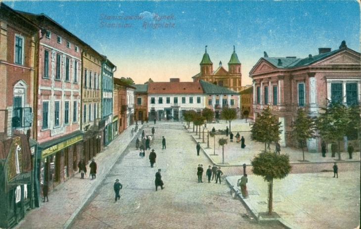 На площі Ринок працював янкель.