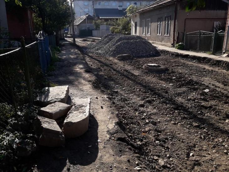 """Результат пошуку зображень за запитом """"Під час ремонту вулиці у Франківську знайшли надгробки з єврейського кладовища"""""""