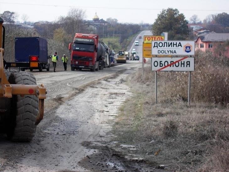 Відновили ремонт автотраси національного значення поблизу Долини (фоторепортаж)