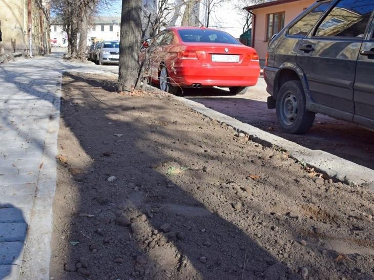 У Франківську стелять новий асфальт на вулиці Залізничній. ФОТО 2