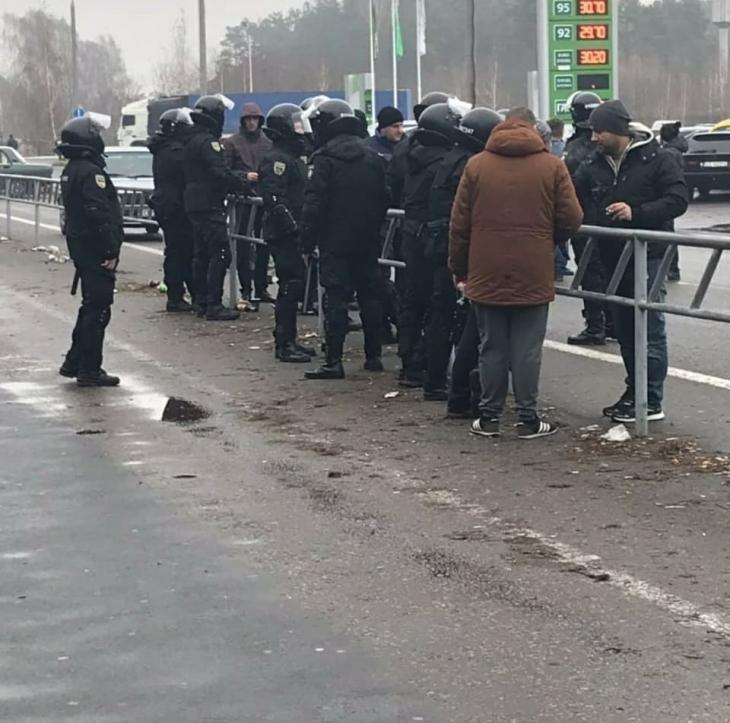 """Застава або розвертайся: """"євробляхарі"""" заблокували митні переходи на західному кордоні, палять шини. ФОТО, ВІДЕО 6"""