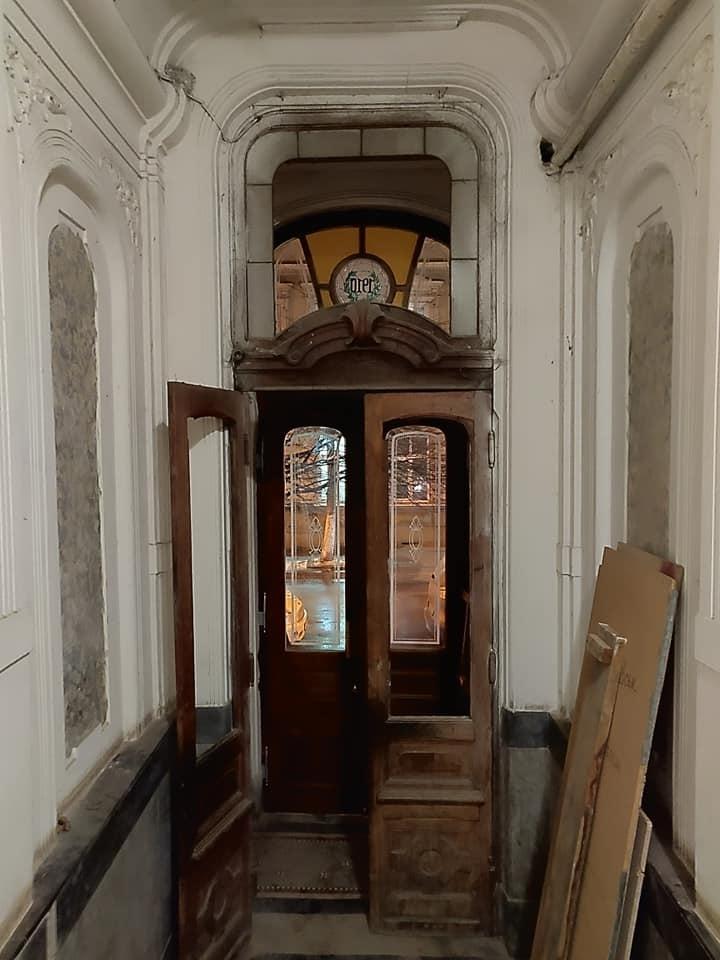 У франківську пам'ятку на Мазепи повернули столітні двері. ФОТОФАКТ 1