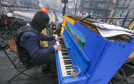 """У Франківську зіграє Піаніст Майдану – на вечорі зберуть гроші онкохворим """"госпітальєрам"""""""