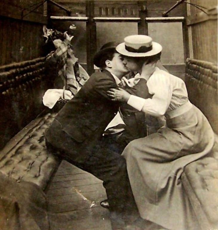Сцена в потягу. Фото, поч. ХХ ст.