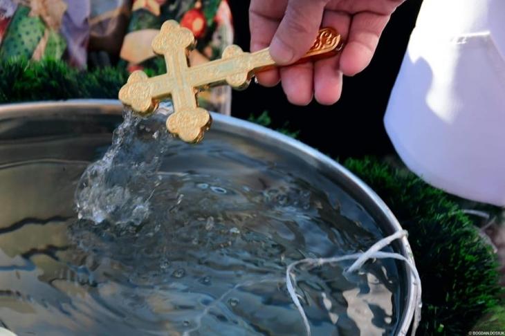 Біля міської ратуші у Франківську відбулось загальноміське освячення води (фоторепортаж)