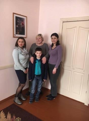 В Івано-Франківську знайшли родину для хлопчика-сироти (фотофакт)