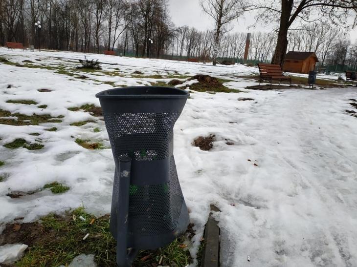 У Брошнів-Осаді шукають вандалів, які понищили сміттєві урни
