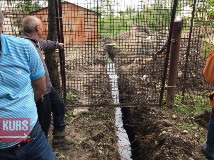 У Тисмениці стоки з хутрофірми залили городи мешканців і потрапили в ріку (фоторепортаж)