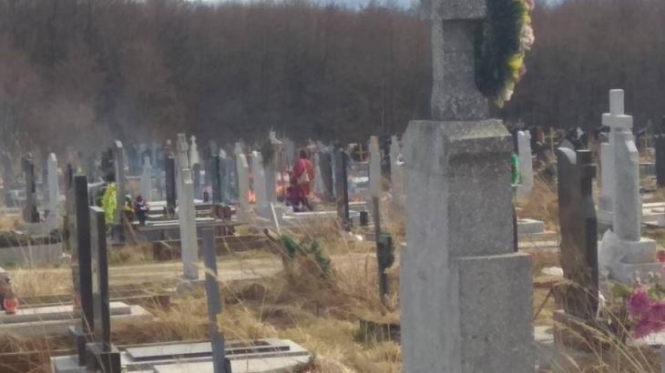 У Калуші на кладовищі загорілись могили через спалювання сухої трави