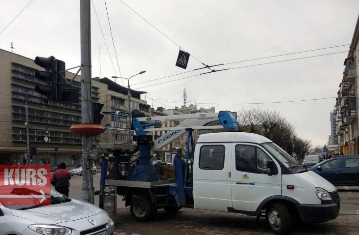 Через проблему з електромережами у Франківську призупинили роботу два тролейбусних маршрути. На дорогах затори 2