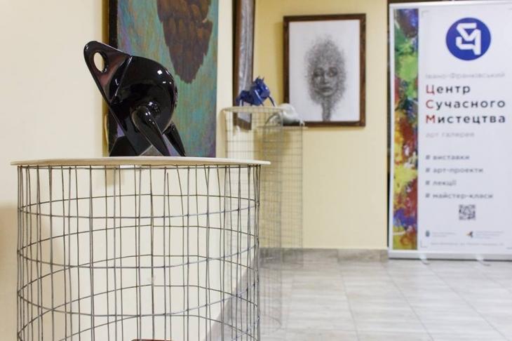 У франківському ЦСМ представили абстрактну пластику і містичний живопис. ФОТО 2