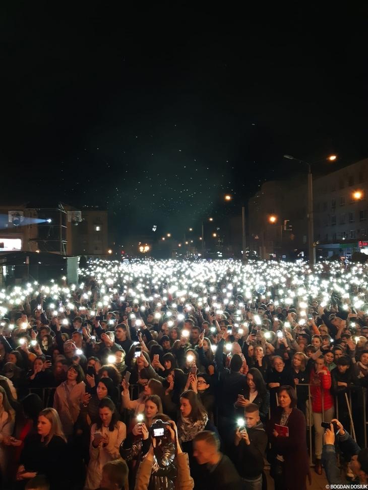 Франківець освідчився коханій просто на сцені перед виступом гурту KAZKA. ФОТО 4