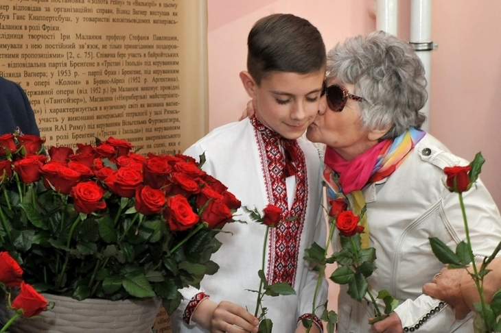 У Франківську діти ветеранів по-особливому привітали матерів. ФОТО 5