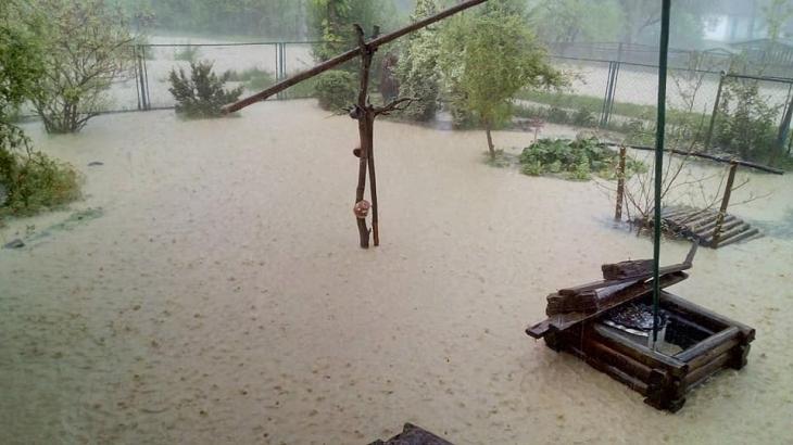 Затопило Надвірну, села Битків та Гвізд – вода продовжує прибувати. ФОТО, ВІДЕО 6