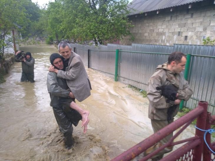 Мене тішить, що зростає громадянська позиція, – рятувальник про волонтерів під час повені на Прикарпатті