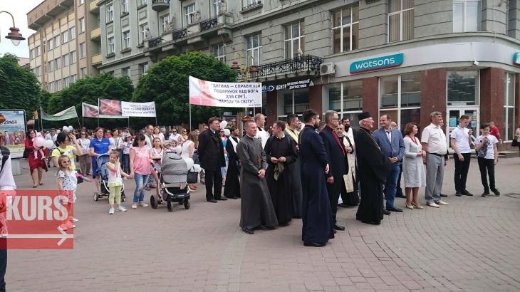 Проти абортів та пропаганди гомосексуалізму: як у Франківську пройшов марш за сімейні цінності. ФОТО 6
