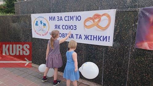 Проти абортів та пропаганди гомосексуалізму: як у Франківську пройшов марш за сімейні цінності. ФОТО 1
