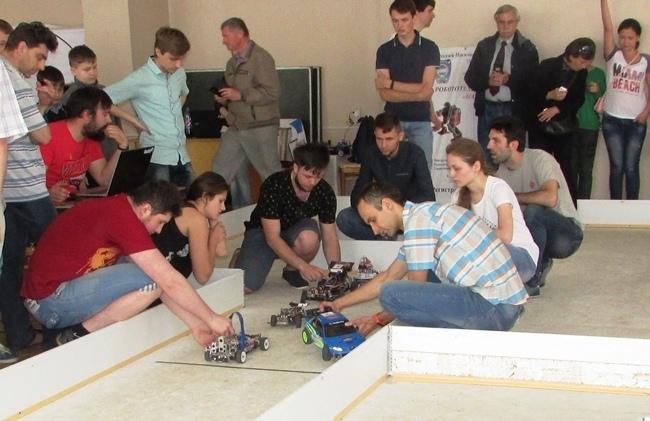 """Результат пошуку зображень за запитом """"Прикарпатські студенти перемогли на Всеукраїнській олімпіаді з робототехніки"""""""