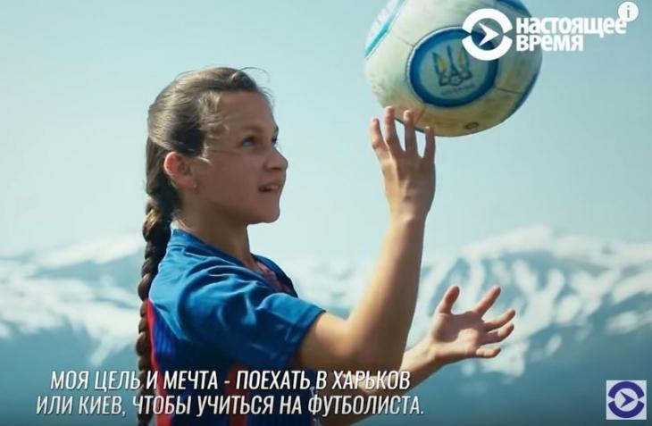13-річна Леся Словак з Верховинщини щодня їздить за 40 км у спортивну школу, щоб стати великою футболісткою
