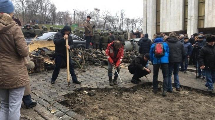 Прокуратура порушила справу проти депутатів, які звільняли Саакашвілі завтомобіля СБУ