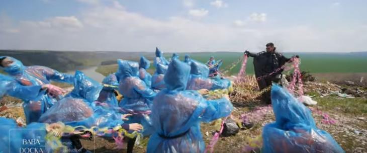 """""""Буде засирати планету!"""" - Баба Доцька в """"чистий четвер"""" показала новий кліп (відеофакт)"""