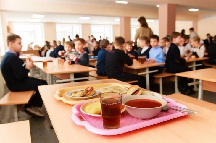 У Долині тендер на харчування школярів розпиляли підприємці, які подали документи з однаковими помилками