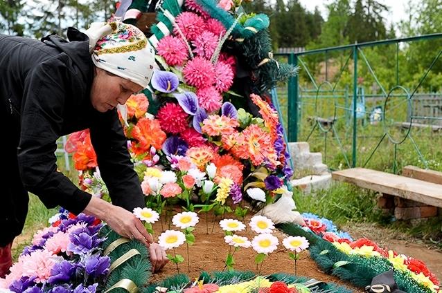 """""""Муніципальна варта"""" створила екологічний відділ і штрафує продавців надмогильних вінків і квітів"""