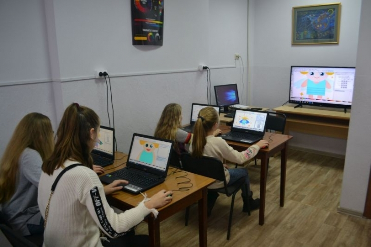 У франківській дитячій художній школі облаштували клас для графічного дизайну (фотофакт)