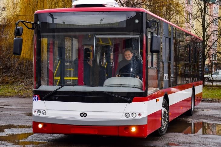 В Івано-Франківську шукають водіїв на комунальні маршрути