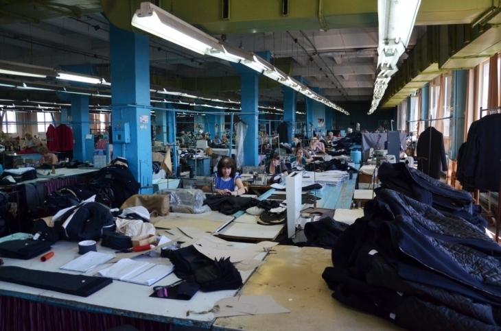 Як їм вдається: франківська фабрика шиє одяг для європейських брендів 8
