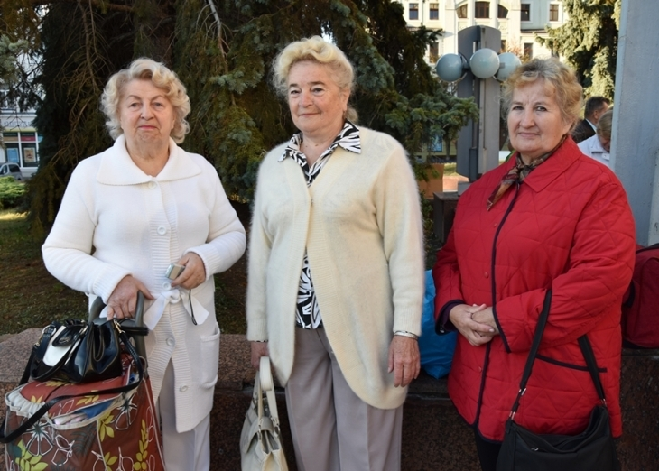 """Результат пошуку зображень за запитом """"У Лімницю – з піснею: для франківських пенсіонерів влаштували додатковий відпочинковий заїзд."""""""