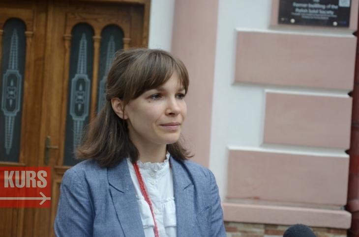 У Франківську відреставрували автентичні двері обласної дитячої бібліотеки. ФОТО 1