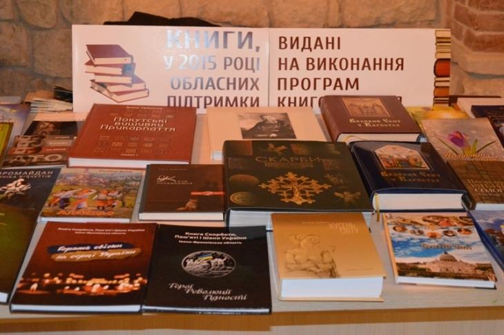 Осоромлена Книга Пам'яті: вкрадені тексти у виданні про героїв Революції Гідності 5